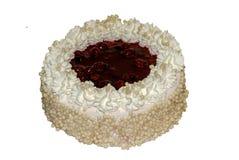 Kaka med konjak och vit kräm som dekoreras med körsbär arkivbild