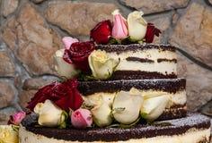 Kaka med naturliga blommor Arkivbild