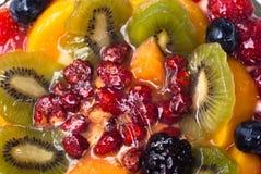 Kaka med nya frukter Arkivfoton