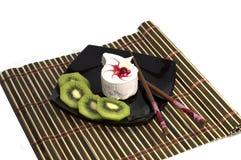 Kaka på en plattasvart, på en filt Fotografering för Bildbyråer
