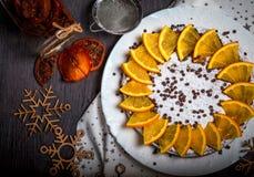 Kaka som dekoreras med skivade apelsiner Top beskådar Royaltyfri Foto