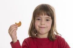 kaka som little äter flickan arkivfoto
