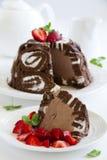 KakaCharlotte royale med chokladglass Arkivbilder
