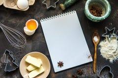 Kakadanande Kakaingredienser pudrar, ägget, smör, stekhet powd Arkivfoto