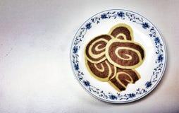 Kakamål på maträtt royaltyfri foto