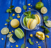 Kakamakron med mintkaramellen och limefrukt Arkivbild