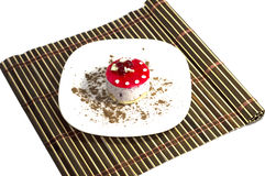 Kakan i form av en champinjon som beströs med choklad Royaltyfria Bilder