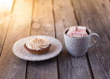 Kleiner kuchen mit kakao