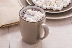 Kakao mit Minieibischen Lizenzfreie Stockbilder