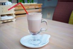 Kakao w szklanej filiżance fotografia stock