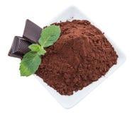 Kakao z czekolada kawałkami na bielu obraz stock