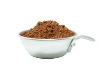 Kakaopulver, i att mäta koppen fotografering för bildbyråer