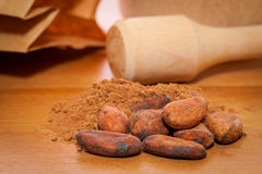 Kakaowe fasole i kakaowy proszek Fotografia Royalty Free