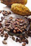 Kakaowe fasole w pucharu i kakao owoc Zdjęcie Stock