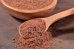 Kakaowy proszek w łyżce obraz stock