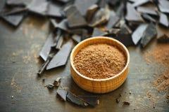 Kakaowy proszek w drewnianym pucharze Obrazy Stock