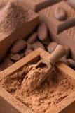 Kakaowy proszek w drewnianym pudełku Fotografia Stock
