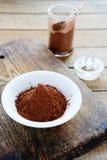 Kakaowy proszek w słoju i pucharze Fotografia Stock