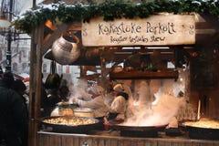 Kakastoke Porkolt - Hahn-Testikel-Eintopfgericht - Weihnachtsmarkt, Budapest Ungarn Lizenzfreie Stockfotos