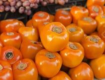 kaki Récolte de kaki Plan rapproché de kaki Fond de fruit Consommation saine Concept de récolte agricole d'automne Image stock
