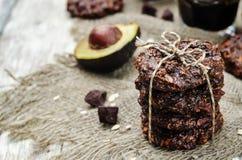 Kakor för choklad för havre för smör för strikt vegetarianavokadokasju Arkivbild