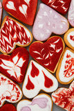 Kakor för dag för valentin` s Hjärta formade kakor för dag för valentin` s Röd och rosa hjärta formade kakor Bakgrund för dag för Arkivbild