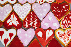 Kakor för dag för valentin` s Hjärta formade kakor för dag för valentin` s Röd och rosa hjärta formade kakor Bakgrund för dag för Royaltyfria Foton