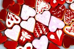 Kakor för dag för valentin` s Hjärta formade kakor för dag för valentin` s Röd och rosa hjärta formade kakor Bakgrund för dag för Arkivbilder