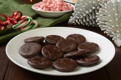 Kakor för jul för chokladmintkaramellkräm arkivbild