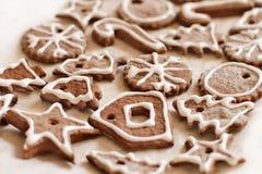 Kakor för jul som dekoreras med glasyr Royaltyfria Bilder