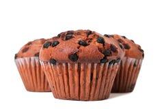 Kakor för muffin för chokladchip som isoleras på vit Arkivfoton