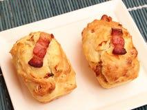 Kakor med bacon och ost royaltyfri foto