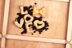 Kakor med kaffebakgrund Royaltyfri Fotografi