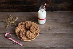 kakor mjölkar santa fotografering för bildbyråer