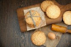 Kakor och ägg på tabellen Fotografering för Bildbyråer