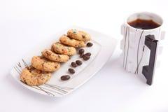 Kakor och choklad med te royaltyfria foton