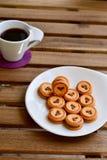Kakor och kaffe royaltyfri fotografi