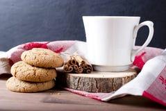 Kakor och kaffe Arkivbilder