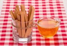 Kakor och kuper av tea Arkivfoton