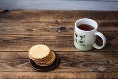 Kakor och tea arkivfoton