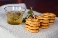 Kakor och tea royaltyfri foto