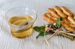 Kakor och tea fotografering för bildbyråer