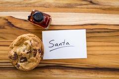 Kakor och whisky för santa Arkivbild