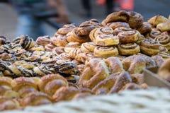 Kakor på Mahane Yehuda Market royaltyfria foton