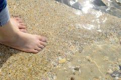 Kal fot på sand Arkivfoton