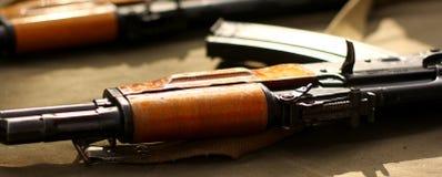 Kalachnikov d'AK-47 prête pour la bataille et la mise à mort Photo libre de droits