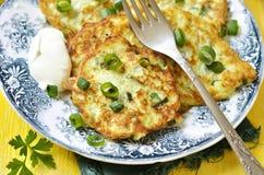 Kalafioru i brokułów fritters z serem Obrazy Stock