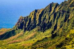 Kalalau dalklippor på Na Pali seglar utmed kusten, Kauai, Hawaii Arkivbild