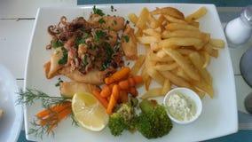 Kalamari kokade grönsaker och potatisar Royaltyfria Foton