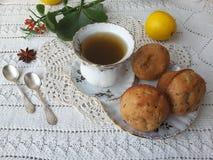 Kalanchoe-Muffins, vegetarisches Lebensmittel mit kalanchoe kochend verlässt Lizenzfreie Stockfotografie